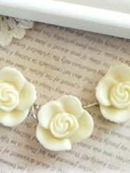 Triple Cream Floral Necklace